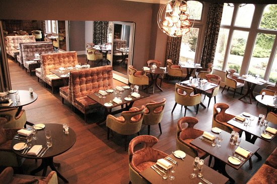Restaurant at Homewood Park: Mix of Traditional and Modern Decor