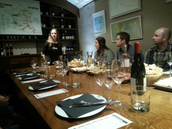 O Chateau - Wine Tasting: Our great wine educator at the top of the table!