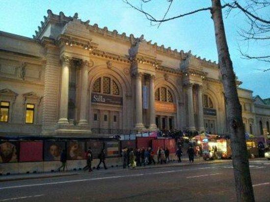 The Metropolitan Museum of Art: Em frente ao Central Park, na mesma direção do Museu de História Natural