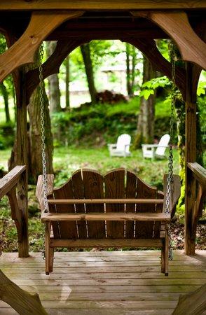 The Buck House Inn on Bald Mountain Creek: Outdoor Relaxation along the Creek