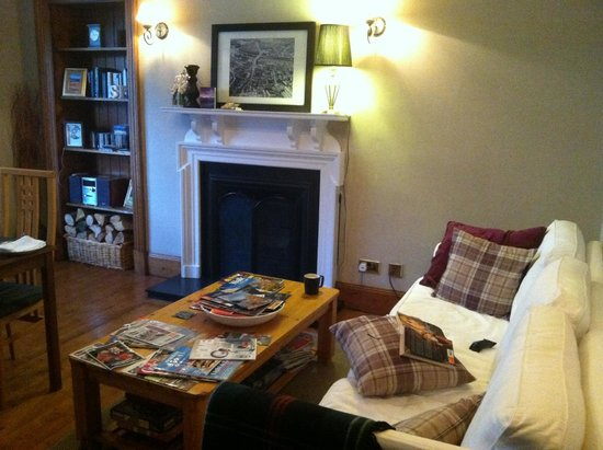 Corran Guest House: The common room, which is also used for breakfast