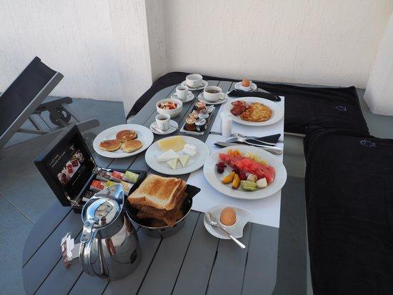 Ambassador Aegean Luxury Hotel & Suites : Frühstück