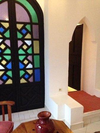 Dar Naima : salon dans la chambre