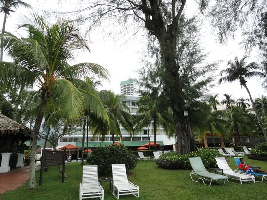 Holiday Inn Resort Penang: The patio between hotel and beach - great place for sunbathing