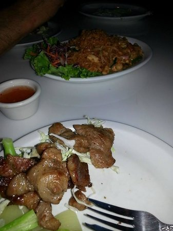 Saeng's Thai Cuisine: BBQ pork and veggies with pad thai in the back