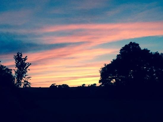 Menkee Barns: Beautiful sunset at rear of The Byre.
