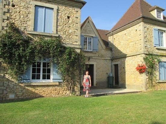 the front of Le Chevrefeuille from the garden