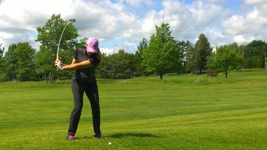 Auberge Bromont: Au 16e trou du golf! - On the golf's 16th hole!