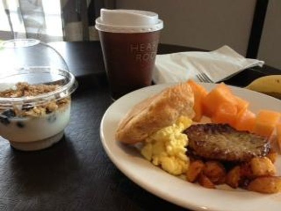 Residence Inn Boston Logan Airport/Chelsea: continental breakfast