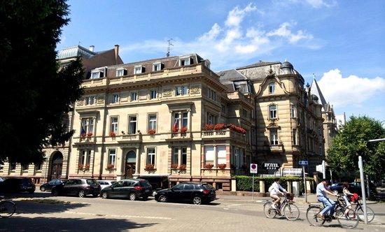 hotel regent contades: exterior