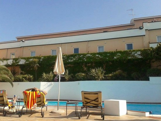 Hotel Pedraladda : La nostra camera 222 è quella al centro alla destra dell'ombrellone