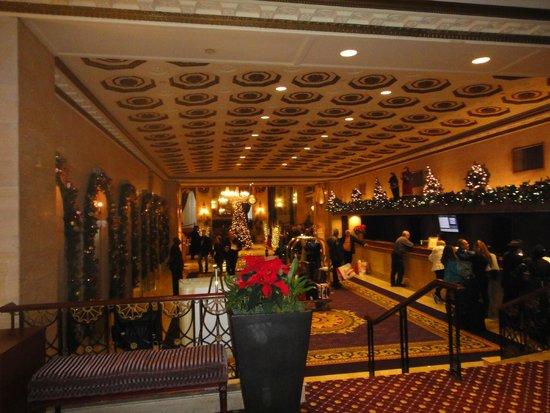 The Roosevelt Hotel : Recepção ornamentada!