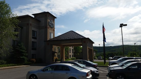 Comfort Inn & Suites at the Ballpark: Country Inn & Suites