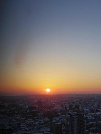 JR Tower Hotel Nikko Sapporo: 34階からの朝日