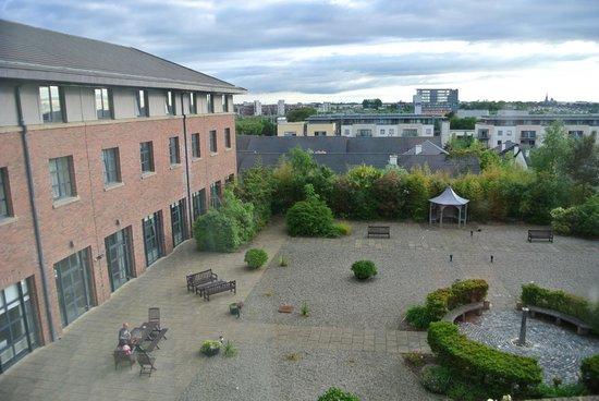 Castletroy Park Hotel: Ausblick/ Blick in den Hof
