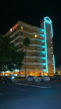 Ramada Kissimmee Gateway : Outside kinda looks impressive, shame the inside didn't match :(