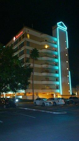 Ramada Kissimmee Gateway: Outside kinda looks impressive, shame the inside didn't match :(