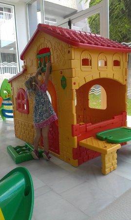 Aparthotel Rosa del Mar: speelhuisje in de lobby