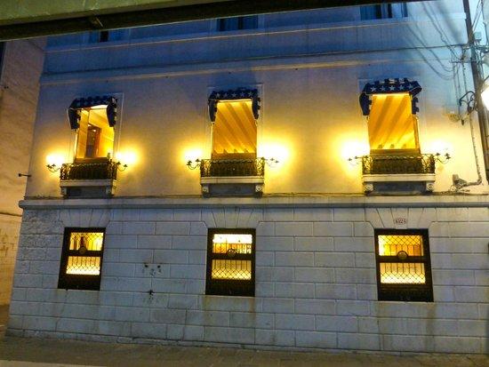 Harry's Bar : Harr's canal facing windows.