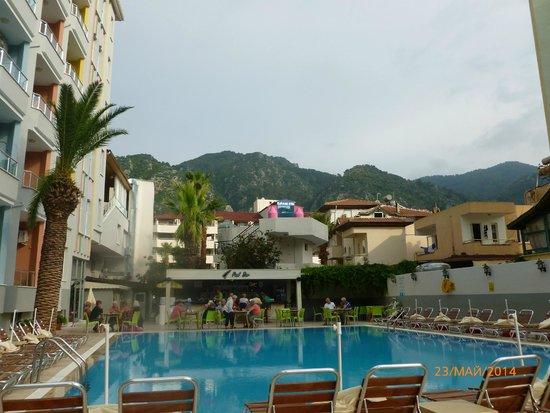 Vela Hotel Icmeler: Pool side