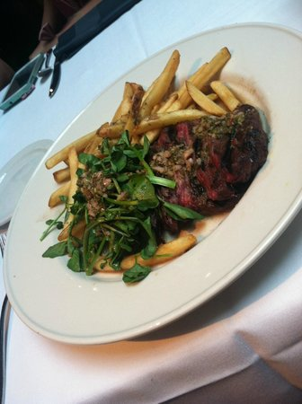 Old Ebbitt Grill: Steak com batatas ao molho marinara