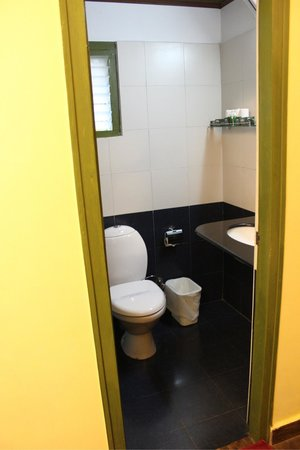 Mountain Club Resort: Toilet ends as it starts