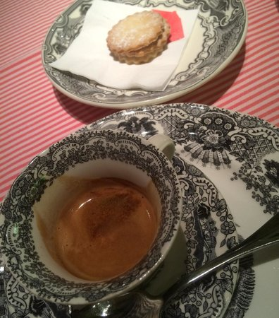 Landa : CAFE CON UNAS GALLETITAS ARTESANAS