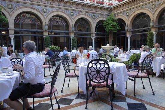 Hotel Alfonso XIII, A Luxury Collection Hotel, Seville: breakfast in style