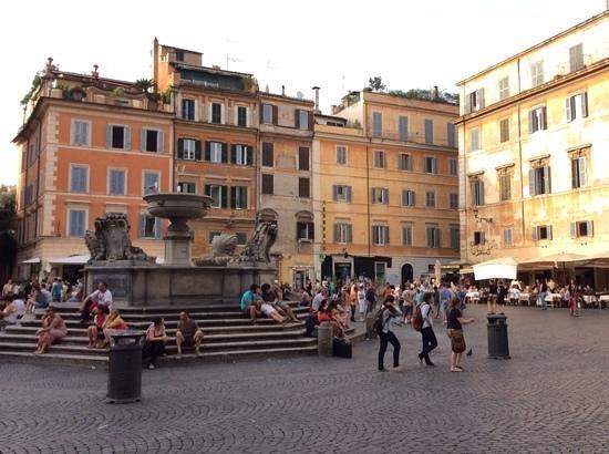 Piazza di Santa Maria in Trastevere: Piazza Santa Maria