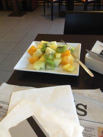 Ibis Madrid Aeropuerto Barajas: Fruta fresca en el desayuno
