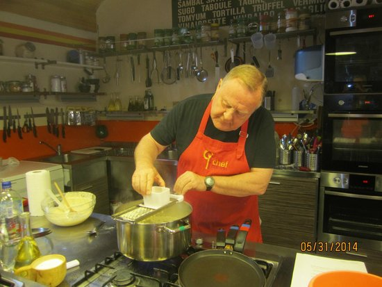 Chefparade Cooking School : Hands on experience.