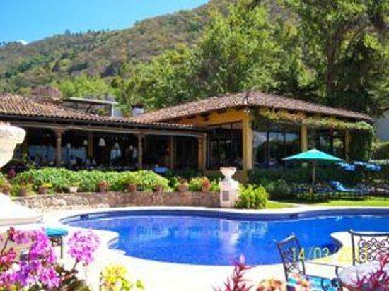Hotel Atitlan: Main hotel, bar and dining room