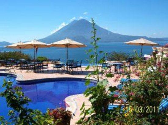 Hotel Atitlan : Lake from pool