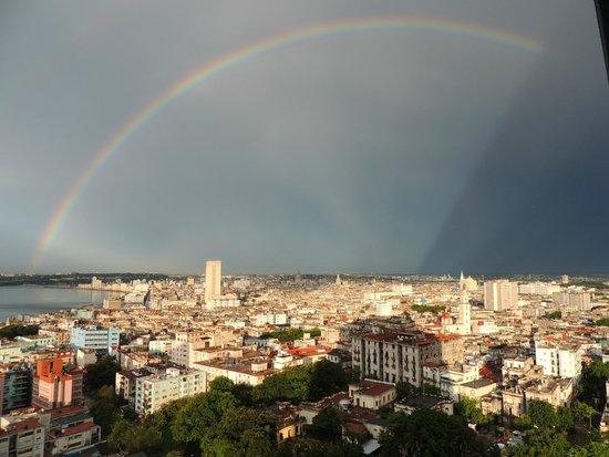 Tryp Habana Libre: Hermosa vista desde la habitación, lluvia con sol... arcoiris!