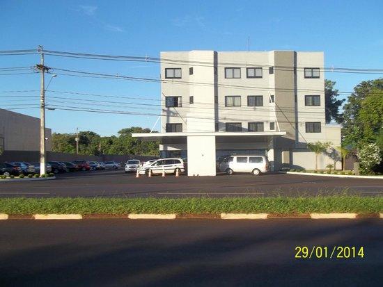 Iguassu Express Hotel: FACHADA FRENTE