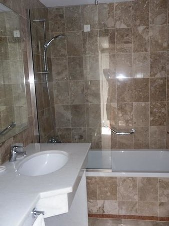 Annabelle Beach Resort : bathroom