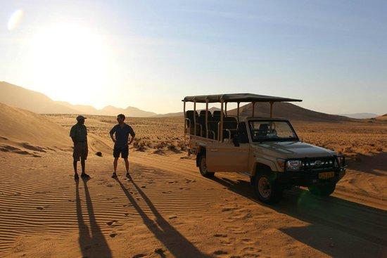 Wilderness Safaris Serra Cafema Camp: Sundowner with G
