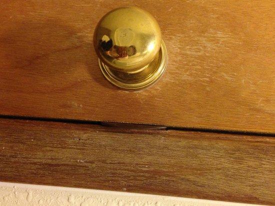 Ramada Pigeon Forge South: Bathroom door