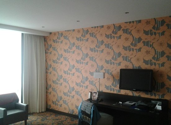 Van der Valk Hotel Duiven: The more classic decorated wall in the room.