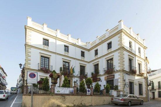Hotel El Poeta de Ronda : The hotel from the road