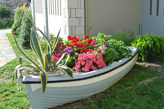 Porto Davia Hotel: Flower Filled Boat