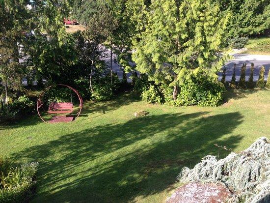 Discovery Inn: Garden
