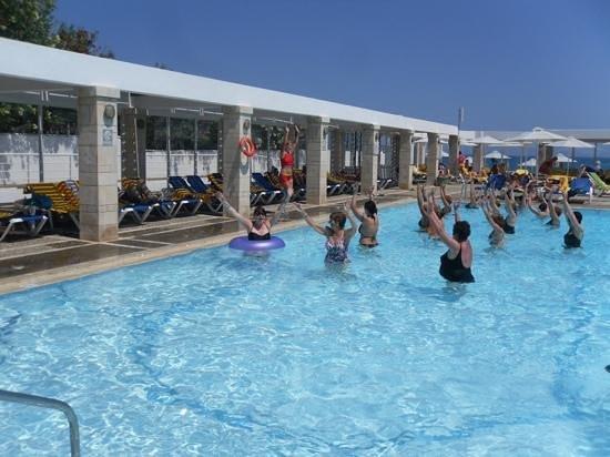 AKS Annabelle Beach Resort : water aerobics