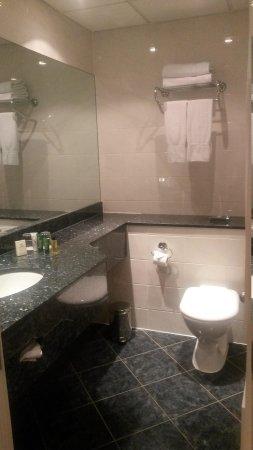 Hilton London Euston : Spotless bathroom