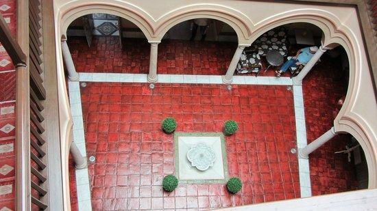 Sacristia de Santa Ana: Down to center courtyard