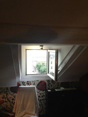 Hotel le Notre Dame: Вход в номер и такая вот картина.