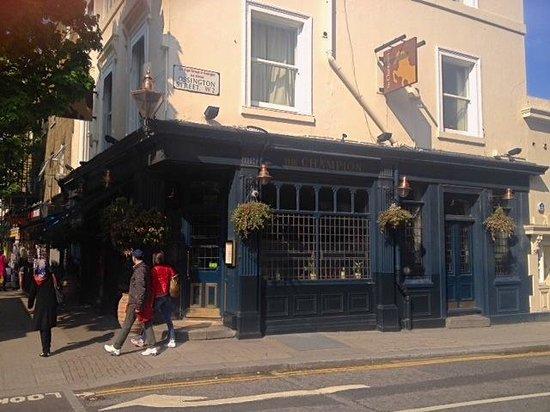 The Champion, Notting Hill: Fachada