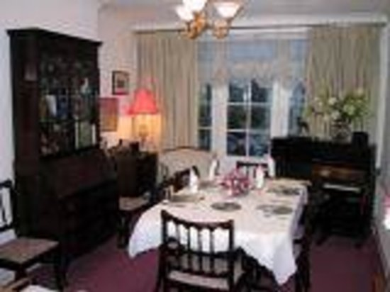 The Heathers Bed and Breakfast: Dining room