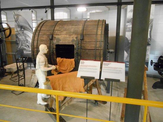 Museo de la Piel de Igualada (Museu de la Pell d'Igualada): y despues una chaqueta