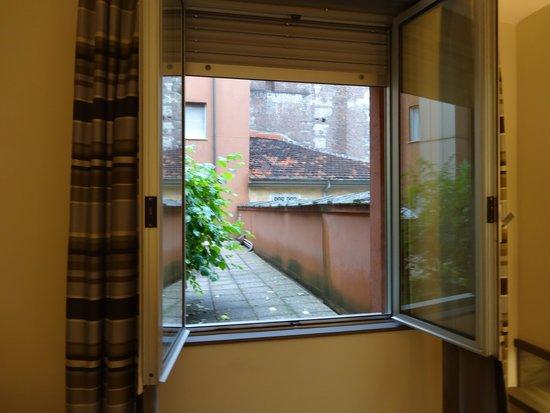 Hotel Diplomatic : Habitación en primer piso